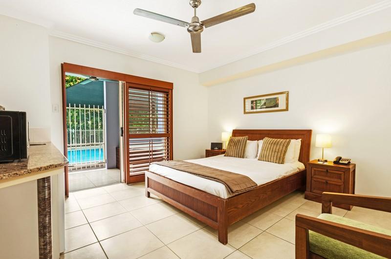 mantra-aqueous-on-port-hotel-spa-swim-out